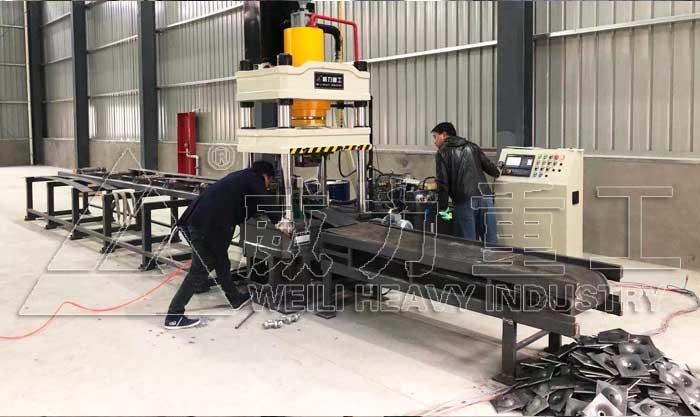 200吨锚杆托盘液压机配模具自动送料机