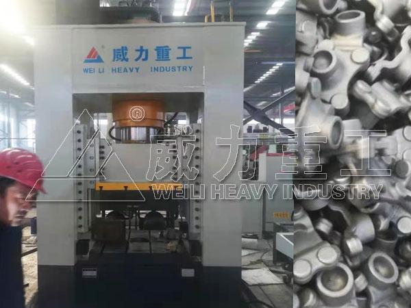 500吨万向节轴承座热压锻造专用框架式液